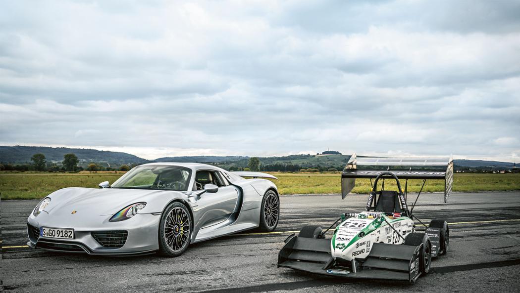 918 Spyder, Rennwagen E0711-7, l-r, 2016 Porsche AG