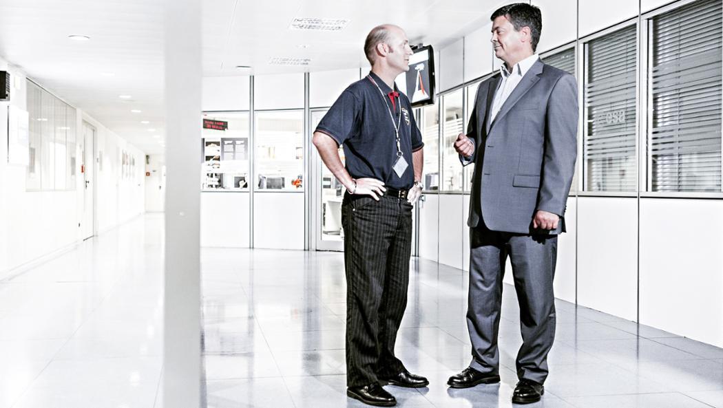 Technical Officer Jean-Christophe Berton (l.) und Dr. Jörg Reinhardt, Leiter der ESOC-Vertragsabteilung, 2017, Porsche AG