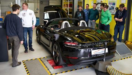 Porsche übergibt neuen Boxster an WHZ