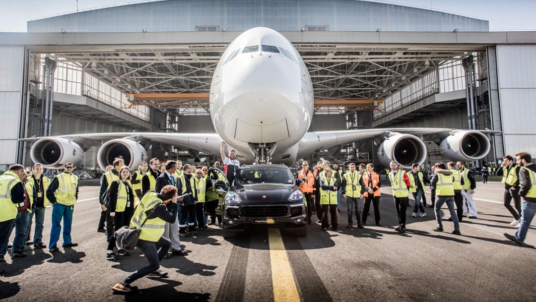 Cayenne S Diesel, Air France A 380, Flughafen Paris Charles de Gaulle, 2017, Porsche AG