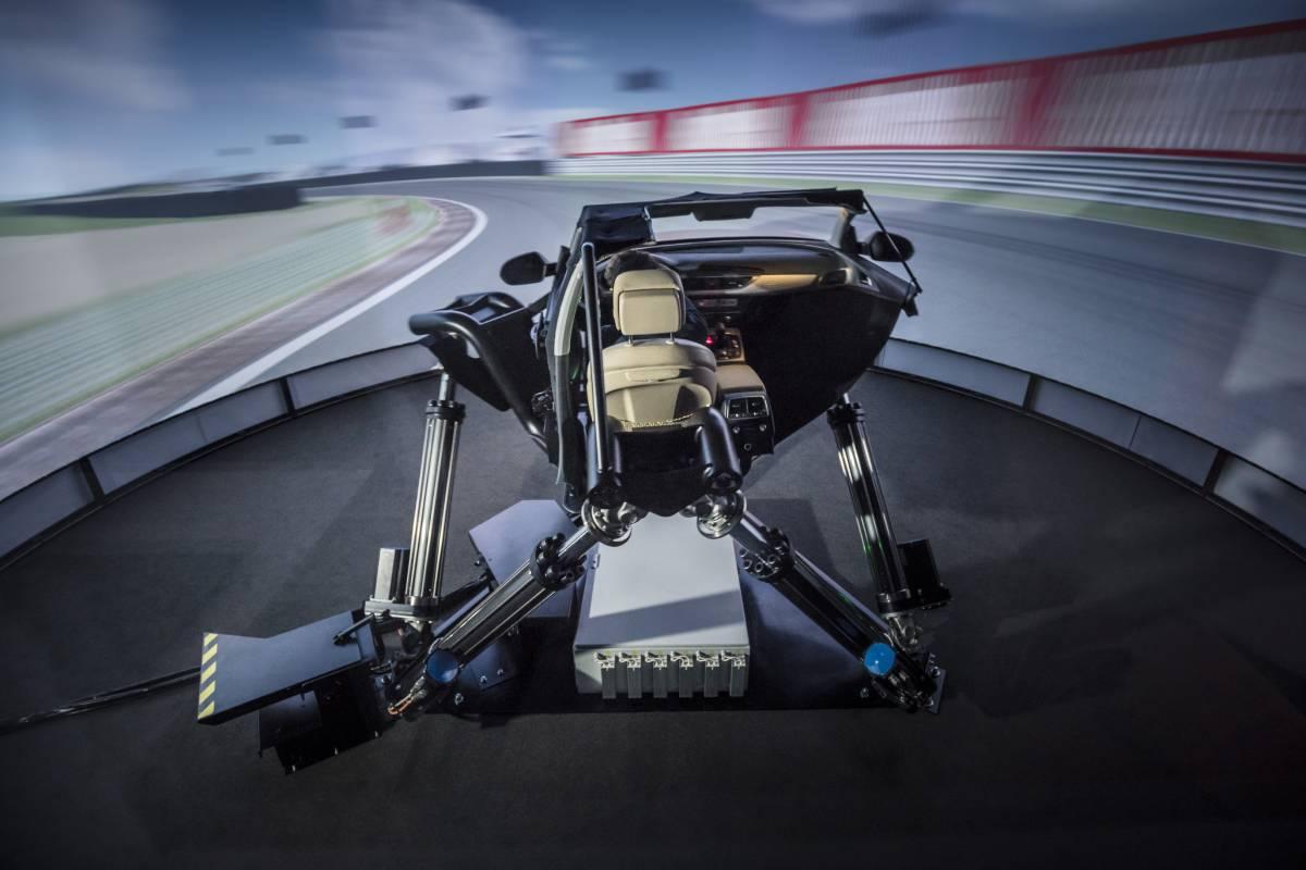 Alexander Stihle im dynamischen Fahrsimulator