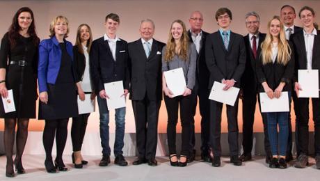 Porsche verleiht Ferry-Porsche-Preis an 251 Abiturienten