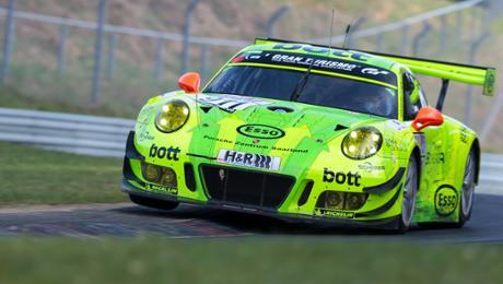 "Porsche-Fahrer in der ""Grünen Hölle"""