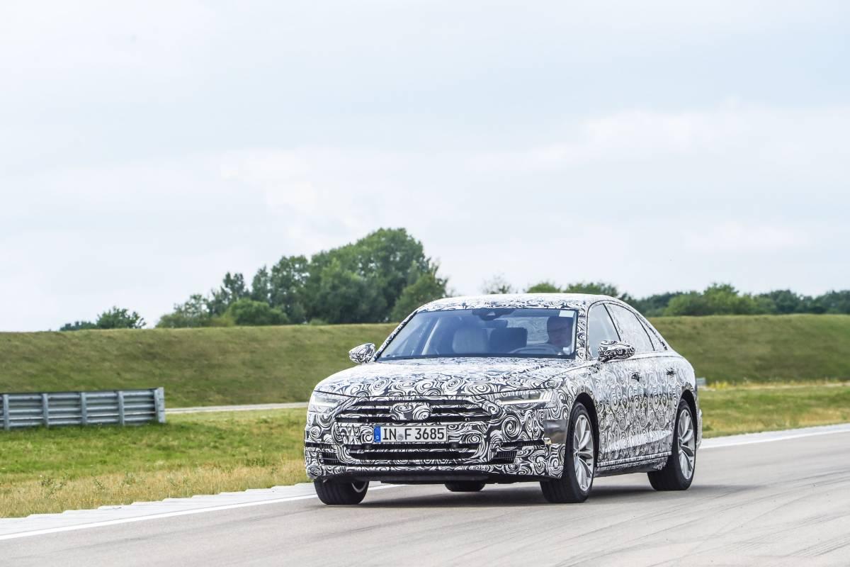 Der neue Audi A8 auf der Teststrecke.