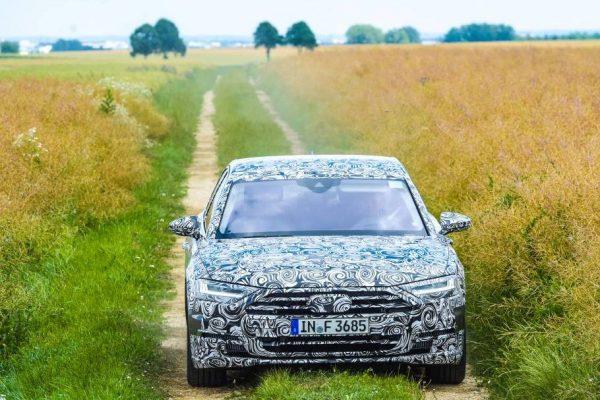 Der neue Audi A8 bei der Überlandfahrt.