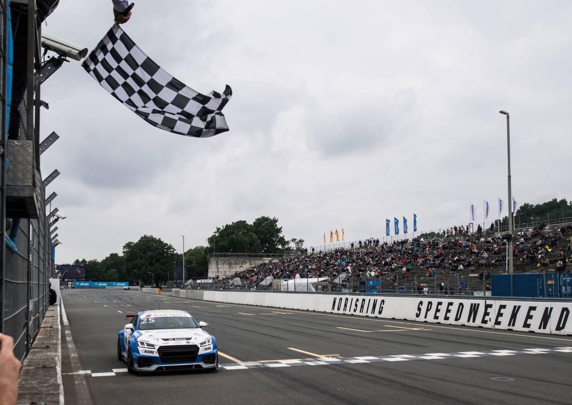 Zieleinfahrt beim Audi Sport TT Cup am Norisring