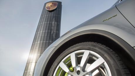 Porsche baut ersten Photovoltaik-Pylon