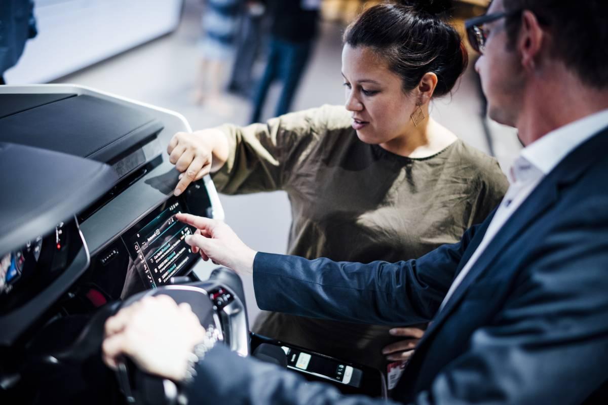 Nicole Scott testet das neue Audi Bedienkonzept