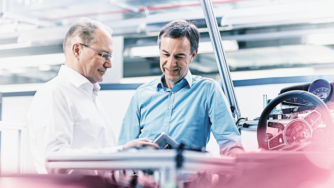 Dr. Rolf Zöller, Leiter Elektrik-Elektronik-Entwicklung bei der Volkswagen AG, Joachim Bischoff, Leiter Digitalisierung Porsche Engineering, 2017, Porsche AG