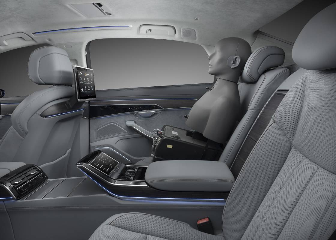 Messinstrument Kunstkopf in Audi A8 mit 3D-Klang.