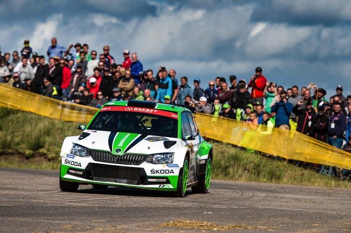 ADAC Rallye Deutschland: Pontus Tidemand und SKODA auf dem Weg zum WRC 2-Titel