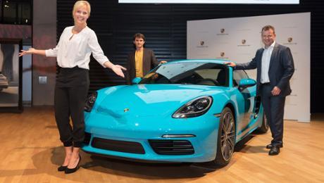 Porsche enthüllt Tombola-Fahrzeug für den Opernball 2017