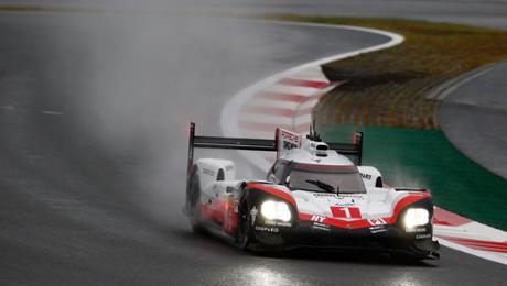 Porsche setzt Tagesbestzeit im Regen von Fuji